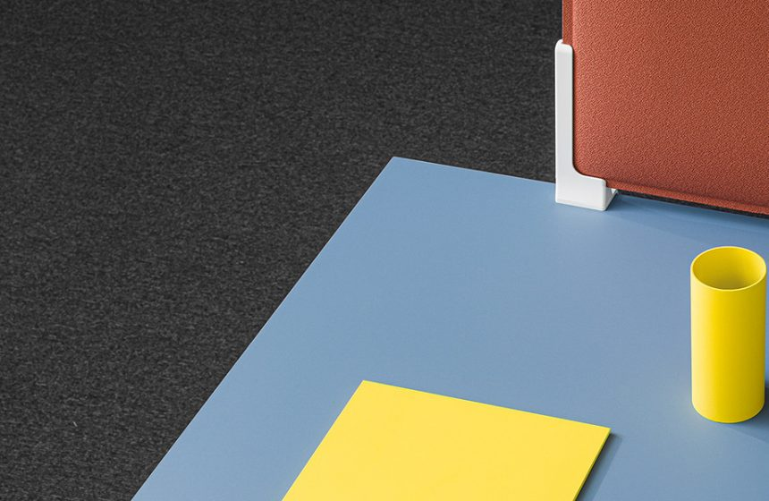 Follow Me, la table qui vous suit et apporte la fonctionnalité du bureau à la maison